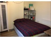 AVAILABLE NOW-cosy double room-zone 1 Aldgate/Liverpool Street