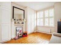 Spacious bedroom to rent in Garden Flat