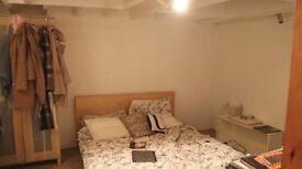 Large 3 bedroom flat to rent only 20 minutes from Central London!! with private patio!!