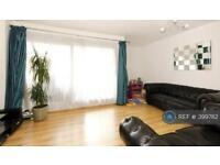 3 bedroom flat in Gough Walk, London, E14 (3 bed)