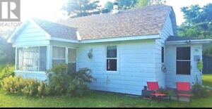 Cozy 2 bedroom Starter Home or Year Round Cottage Eagle Lake