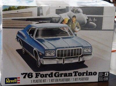 Revell Monogram 1976 Ford Gran Torino Model Kit 1/25  4412