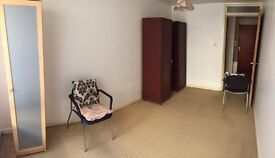 One bedroom Flat with living room in Bethnal Green