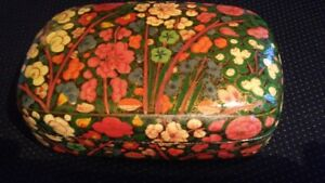 Vintage Folk Art Lacquerware Hand Painted Trinket Box
