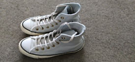 Ladies size 5 converse high top trainers
