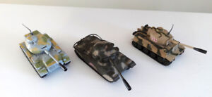 VINTAGE CORGI TOYS, LOT DE 3 TANKS 1970'S