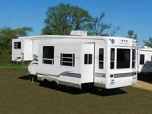 32 foot 5th wheel Alumascape by holiday rambler year is 2003