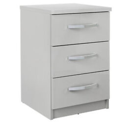 New Hallingford 3 Drw Bedside Chest - Grey Gloss