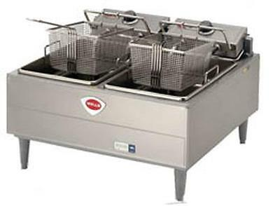 Wells F-30 30lb Split Pot Electric Countertop Fryer - Thermostatic Cont