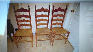 3 belles chaises à dossier style escalier