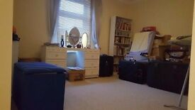 *** STUNNING DOUBLE ROOM TO LET ** AVAILABLE NOW **** E13 9BT **COUPLES only £550 or 2 females