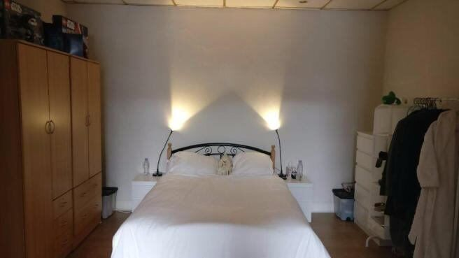 I am renting a nice double room in the great location!