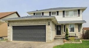 LUXURY HOUSE: ROOMs for RENT-Near Fanshawe College