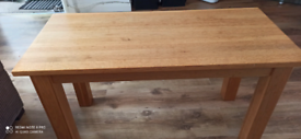 solid wood coffe table excellent condițion