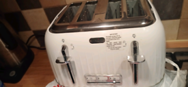 4 slices toaster in excellent condition,