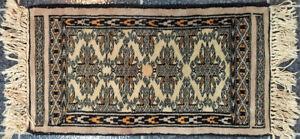 Tapis persan en soie et laine tissé à la main. Petit format