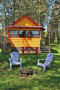 ORANGE COZY, LAKE FRONT COTTAGE!!!
