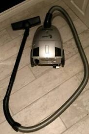 Powerline cylinder hoover with hose
