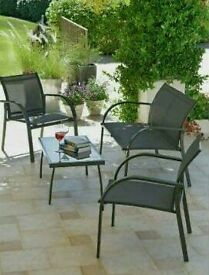 Milan table and chairs