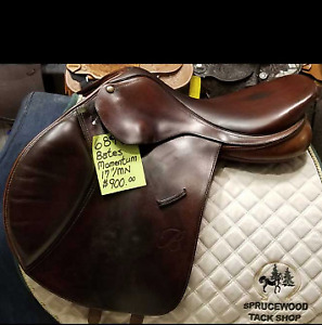 Bates Momentum saddle - close contact - 17""