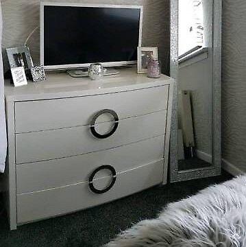 Beautiful brilliant white high gloss bespoke bedroom furnisher