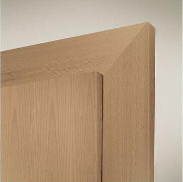 Ein einfacher Holztürrahmen braucht in der Regel eine Verstärkung. (© Ringo / baustoffscout)