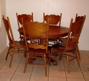 Claw Foot Table with leaf and 4 patterend  chairs