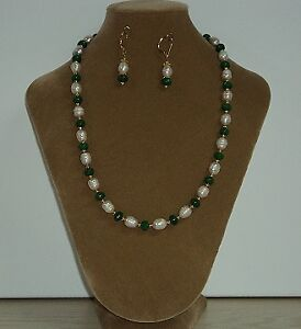 Collier et boucles en émeraudes et perles d'eau douce
