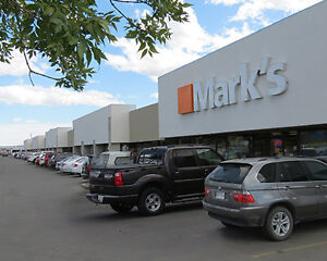 1,660 sf Available in Busy Forest Hills Plaza