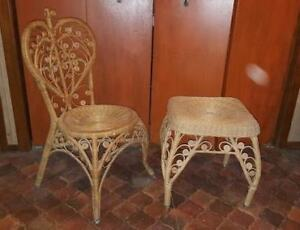Chaise et table rotin très ornée vintage rattan chair and table