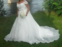 Wedding dress/ Robe de marriee / Veil / Shoes / Crown / bouquet