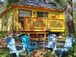 FAABULOUS!! DELUXE!! YELLOW WATERFRONT COTTAGE