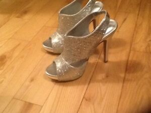 Size 6 women's shoes new condition $20