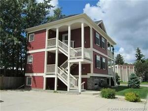 2 Bed, 1 Bath, #1, 4819 52nd Street, Lacombe Avail Jun 1st $1125