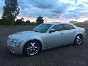 2005 Chrysler 300C 5.7L Hemi (more pics)