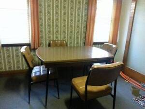 Extendable 4 seater Dining table Belmont Geelong City Preview
