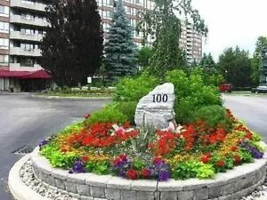 ***** TRIDEL 900sq condo in Richmond Hill *****