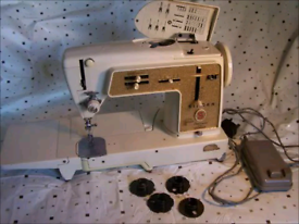 Old singer sewing machine perfect working order comes with spare needl