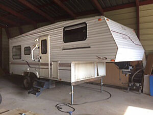 FIFTH WHEEL 23' ONE OWNER
