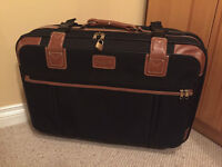 Suitcase for sale/ Valise a vendre