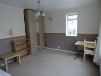 Very large single room with private bathroom UXBRIDGE / WEST DRAYTON