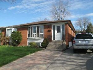 3-bedroom House Main floor near Sheppard/404 Available now