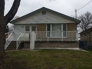 3+1 BEDROOM BUNGALOW FOR LEASE ALBION RD / KIPLING AVE