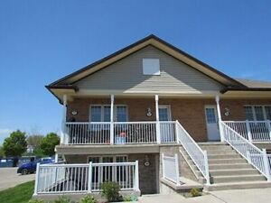 Cobourg Condo - 2 bedrooms, 1 parking available Sep 1st