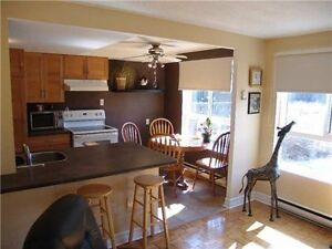 Oshawa - Taunton/Simcoe 3 Bedroom Beauty / Great Location