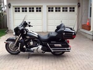 STUNNING HARLEY ULTRA CLASSIC- LOW KMS-MINT!