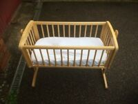 Light wooden crib in excellent condition