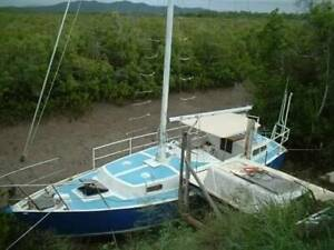 11 metre alloy mast and sails | Boat Accessories & Parts