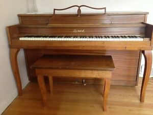 Leonard Piano by Grinnell Bros.