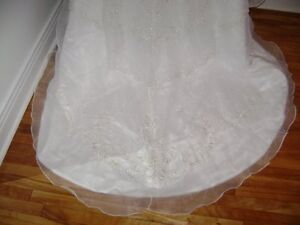 Excellent Condition - Brand New Wedding Dress-Never Worn!!! West Island Greater Montréal image 7